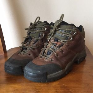 Timberland leather hiking boots women 9.5